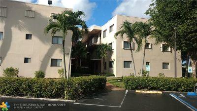 Delray Beach Condo/Townhouse For Sale: 5250 Las Verdes Cir #102