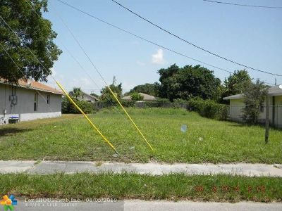 Broward County Single Family Home For Sale: 175 SW 2nd St