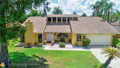 Lauderhill Single Family Home For Sale: 5230 NW 73rd Way
