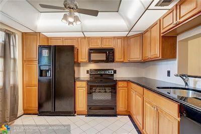 Coconut Creek Condo/Townhouse For Sale: 2501 Antigua Ter #B-1
