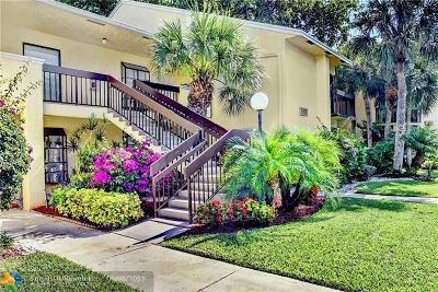 Delray Beach Condo/Townhouse For Sale: 5153 Oak Hill Ln #526