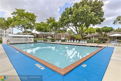 Pompano Beach Condo/Townhouse For Sale: 3800 Oaks Clubhouse Dr #101