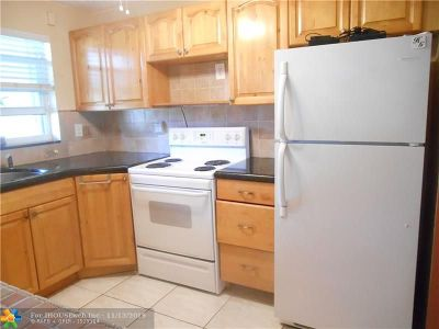 Deerfield Beach Condo/Townhouse For Sale: 806 C SE 7th Street #208