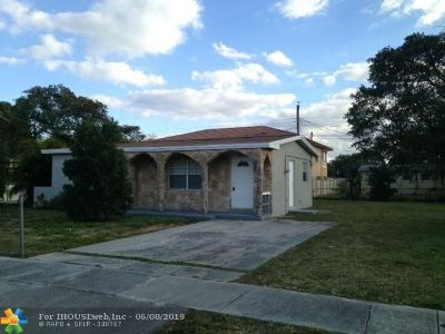 Lauderhill Single Family Home For Sale: 3440 NW 7th Ct