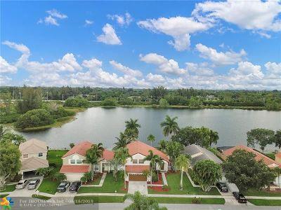 Pembroke Pines FL Single Family Home For Sale: $454,000