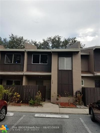 North Lauderdale Condo/Townhouse For Sale: 1163 Sussex Dr #1163