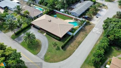 Pompano Beach Single Family Home For Sale: 2495 SE 6th St