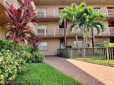 Sunrise FL Condo/Townhouse For Sale: $99,000