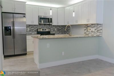 Tamarac Condo/Townhouse For Sale: 5500 NW 61st Pl #5500