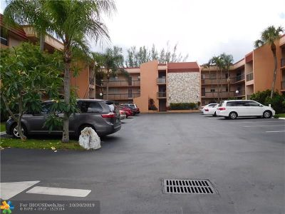 Margate Condo/Townhouse For Sale: 3040 Holiday Springs Blvd #307
