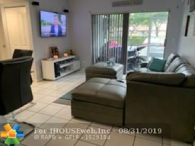 Coral Springs Condo/Townhouse For Sale: 2710 Forest Hills Blvd #104