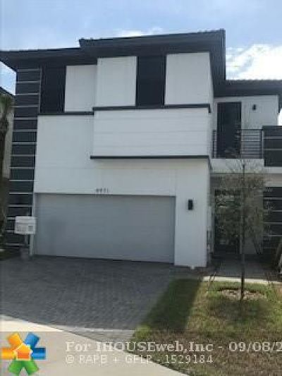 Dania Beach Single Family Home For Sale: 4971 Whispering Way