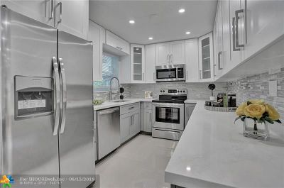 Oakland Park Single Family Home For Sale: 60 NE 47th Ct.