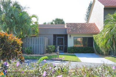 Boynton Beach Condo/Townhouse For Sale: 11183 Oakdale Rd