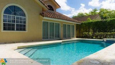 Pompano Beach Single Family Home For Sale: 525 E Misty Oaks Dr