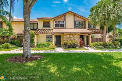 Coconut Creek Condo/Townhouse For Sale: 3950 Cocoplum Cir #E