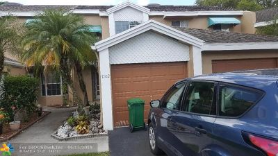 Tamarac FL Condo/Townhouse For Sale: $235,000