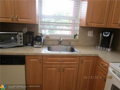 Sunrise FL Condo/Townhouse For Sale: $70,000