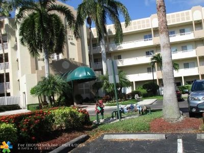 Tamarac Condo/Townhouse For Sale: 7611 Southampton Ter #302
