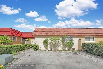 Hialeah Condo/Townhouse For Sale: 4150 W 18th Ln #4150