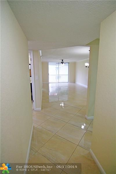 Pembroke Pines Condo/Townhouse For Sale: 711 S Hollybrook Dr #202