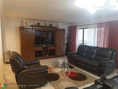 Boca Raton Condo/Townhouse For Sale: 5750 Camino Del Sol #200