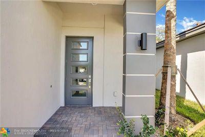 Dania Beach Single Family Home For Sale: 4963 Whispering Way