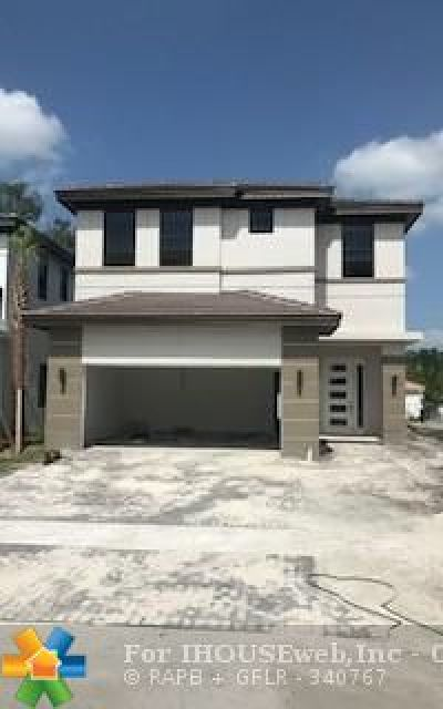 Dania Beach Single Family Home For Sale: 4947 Whispering Way