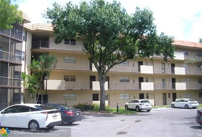Lauderhill Condo/Townhouse For Sale: 6001 N Falls Circle Dr #410