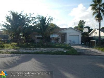 Pompano Beach Single Family Home For Sale: 1721 NW 1st Ter