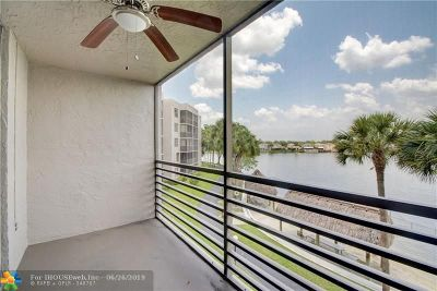 Pembroke Pines Condo/Townhouse For Sale: 1100 Colony Point Cir #302
