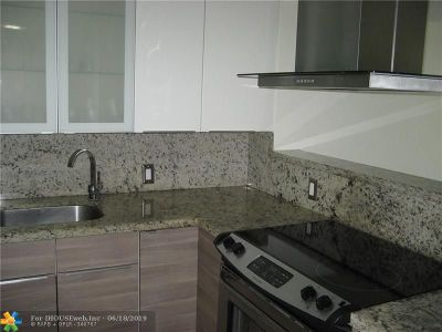 Aventura Condo/Townhouse For Sale: 3375 N Country Club Dr #502