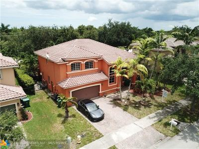 Cooper City Single Family Home For Sale: 2817 Poinciana Cir