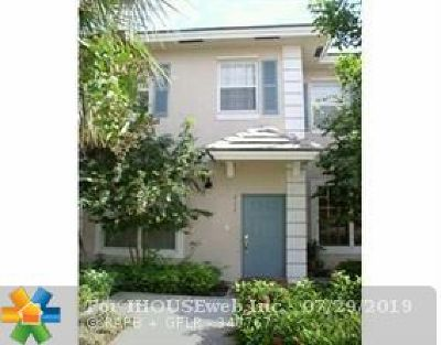 Plantation Condo/Townhouse For Sale: 711 NW 42nd Ave #711