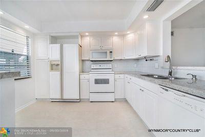 Coconut Creek Condo/Townhouse For Sale: 2802 Victoria Wy #L4