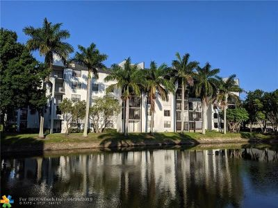 Tamarac Condo/Townhouse For Sale: 6190 Woodlands Blvd #210