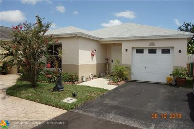 Davie Single Family Home For Sale: 7130 SW 41st Pl