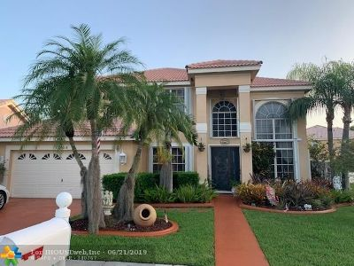Pembroke Pines Single Family Home For Sale: 17425 NW 7th St