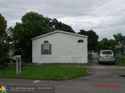 Davie Single Family Home For Sale: 13471 SW 7th Pl