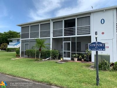 Deerfield Beach Condo/Townhouse For Sale: 232 Newport O #232