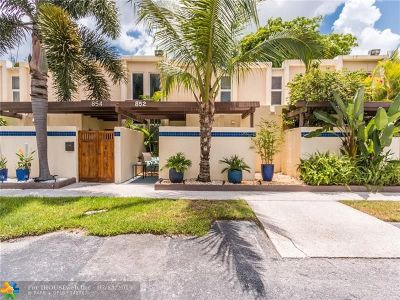 Wilton Manors Condo/Townhouse For Sale: 852 NE 20th Dr