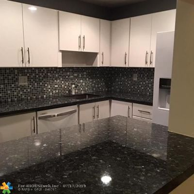 Fort Lauderdale FL Condo/Townhouse For Sale: $159,500