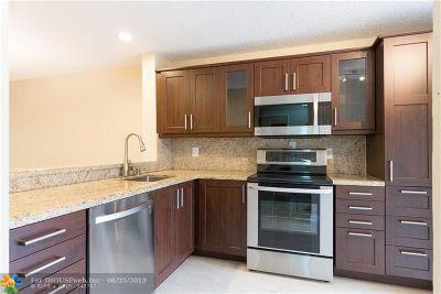 Condo/Townhouse For Sale: 4604 Carambola Cr #27335
