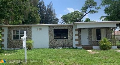 Oakland Park Single Family Home For Sale: 2252 NW 28th St