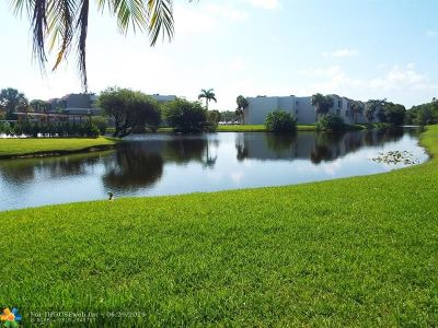 Broward County , Palm Beach County Condo/Townhouse For Sale: 210 Lakeview Dr #101