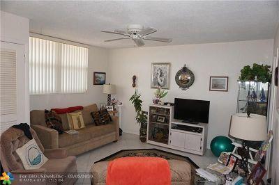 Pompano Beach Condo/Townhouse For Sale: 2731 NE 14th Street Cswy #512