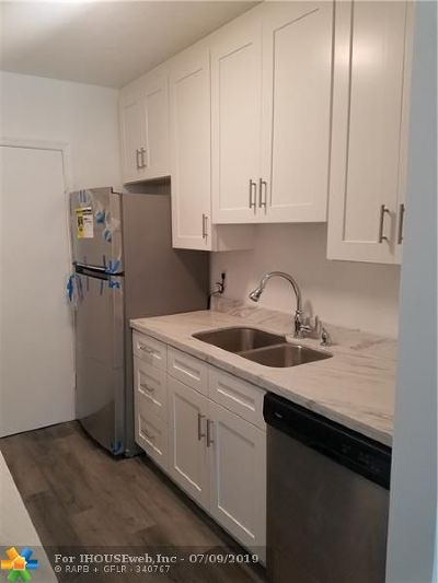 Imperial Point Condo/Townhouse For Sale: 6800 NE 22nd Way #2105