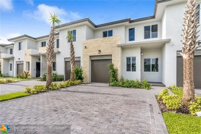 Palm Beach County Condo/Townhouse For Sale: 1050 Pioneer Way #39