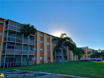 Lauderdale Lakes Condo/Townhouse For Sale: 3700 NW 21st St #114
