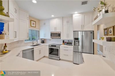 Coral Springs Condo/Townhouse For Sale: 5656 NW 127th Ter #5656